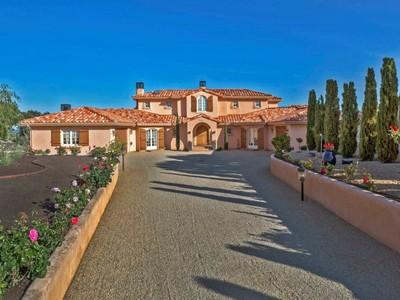 Villa for sales at A Mediterranean with Sweeping Bay Views 25021 Hidden Mesa Court Monterey, California 93940 Stati Uniti