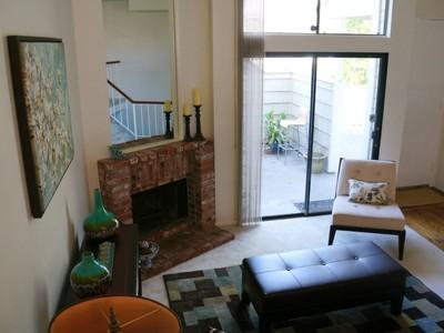 Residência urbana for sales at Tree-Top View Townhome near Nature Trail 4620 Don Lorenzo #A Los Angeles, Califórnia 90008 Estados Unidos