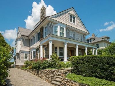 独户住宅 for sales at Downtown Living At Its Best 58 Ridge Street Greenwich, 康涅狄格州 06830 美国