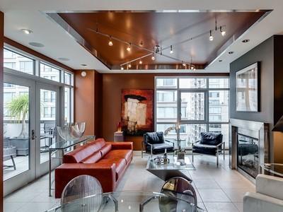 Condomínio for sales at New York Style Penthouse 200 Brannan St Apt 506 San Francisco, Califórnia 94107 Estados Unidos
