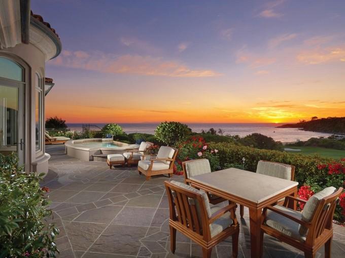 for sales at Spectacular Oceanfront Residence 11 Ritz Cove Drive Dana Point, Kalifornien 92629 Vereinigte Staaten