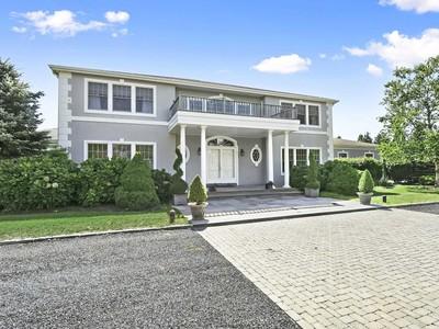 Einfamilienhaus for sales at Southampton Minutes to Village & Beaches 18 Parrish Pond Lane   Southampton, New York 11968 Vereinigte Staaten