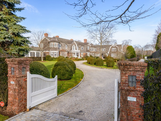 Villa for sales at Pheasant Field Country Estate 385 Great Plains Road Southampton, New York 11968 Stati Uniti