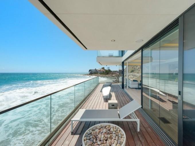 Maison unifamiliale for sales at Rebuilt, Redesigned, Reimagined 21660 Pacific Coast Highway  Malibu, Californie 90265 États-Unis
