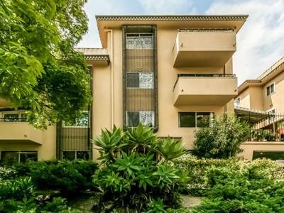 Condominium for sales at 6708 Hillpark Drive #302 6708 Hillpark  Dr #302 Los Angeles, California 90068 United States