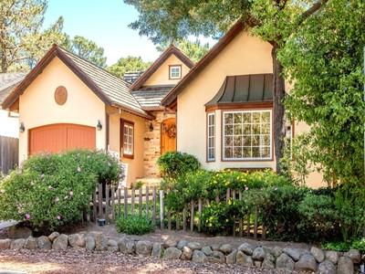 Casa para uma família for sales at Carmel-By-The-Sea Charmer Lobos 2se Of 2nd Avenue Carmel, Califórnia 93921 Estados Unidos