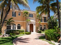 Maison unifamiliale for sales at Beautiful Palm Beach Residence 1072 N Ocean Blvd   Palm Beach, Florida 33480 États-Unis