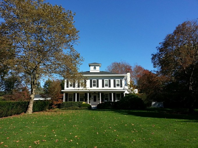 Villa for sales at Traditional Village Estate 220 South Main Street  Southampton, New York 11968 Stati Uniti