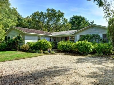 Casa Unifamiliar for sales at Less than a Mile to East Hampton Village   East Hampton, Nueva York 11937 Estados Unidos
