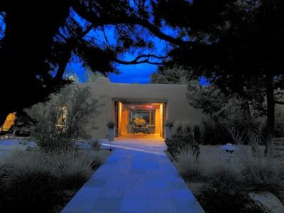 Casa para uma família for sales at 711 Camino Corrales  Santa Fe, Novo México 87505 Estados Unidos