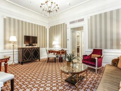 Condominio for sales at St. Regis Residence Club 2 East 55th Street Apt 1136 New York, Nueva York 10022 Estados Unidos