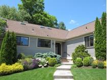 Кооперативная квартира for sales at Meticulous Renovation 512 West Lyon Farm Drive   Greenwich, Коннектикут 06831 Соединенные Штаты
