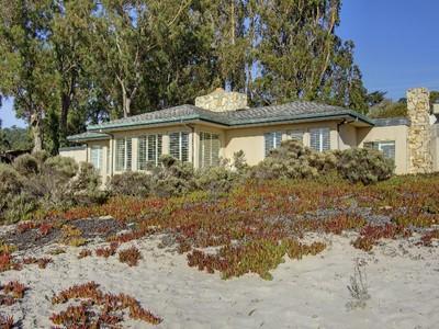 Частный односемейный дом for sales at On the Sand of Carmel Beach 7 Sand & Sea Road Carmel, Калифорния 93921 Соединенные Штаты