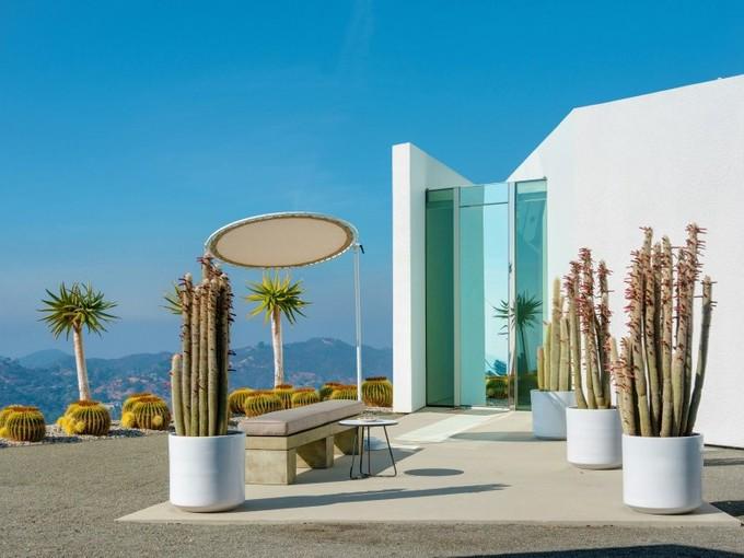 Apartamentos multi-familiares for sales at Monumental Architectural Compound    La Crescenta, Califórnia 91214 Estados Unidos