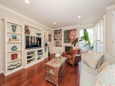 Condominio for sales at Sophisticated Condo in Updated Building 12115 San Vicente Blvd Unit 303 Los Angeles, California 90049 Stati Uniti