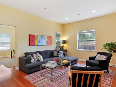 Einfamilienhaus for sales at Sonoma East Side Bungalow 481 San Lorenzo Ct Sonoma, Kalifornien 95476 Vereinigte Staaten