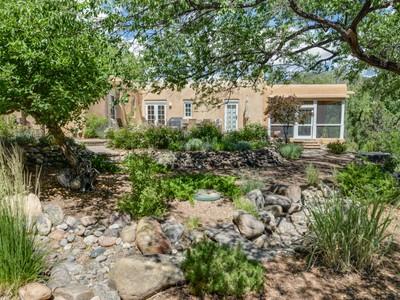 Maison unifamiliale for sales at 1400-A Cerro Gordo   Santa Fe, New Mexico 87501 États-Unis