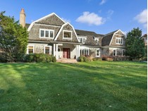Villa for sales at Hilltop Estate with Forever Water Views    Southampton, New York 11968 Stati Uniti