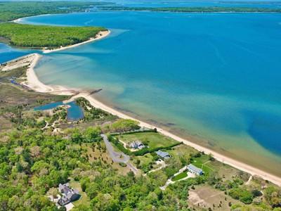 단독 가정 주택 for sales at Sensational Waterfront    East Hampton, 뉴욕 11937 미국
