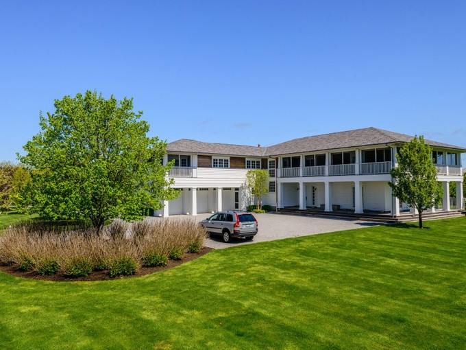 Villa for sales at Sports Enthusiast's Seaside Dream  Water Mill, New York 11976 Stati Uniti