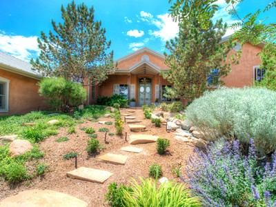 Einfamilienhaus for sales at 39 Yana Drive   Santa Fe, New Mexico 87506 Vereinigte Staaten