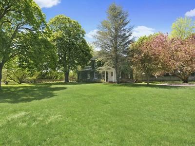 Casa para uma família for sales at Old World Charm, Desirable Location  Bridgehampton, Nova York 11932 Estados Unidos