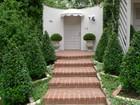 Casa para uma família for  rentals at Elegant Regency Villa 810 Holmby Avenue Los Angeles, Califórnia 90024 Estados Unidos