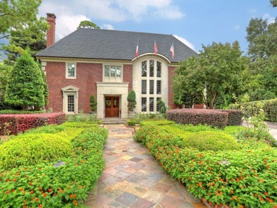 Single Family Home for sales at 4 Winston Woods Drive   Houston, Texas 77042 United States