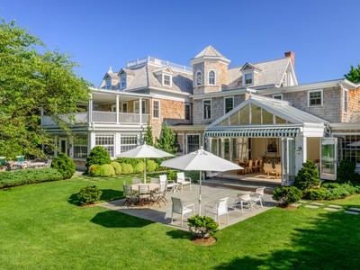 Casa para uma família for rentals at Southampton Estate Section 75 First Neck Lane  Southampton, Nova York 11968 Estados Unidos