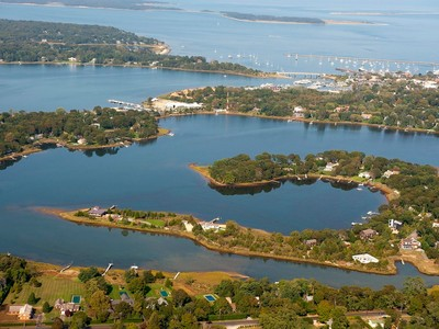 Land for sales at One Acre Parcel in Sag Harbor  Sag Harbor, New York 11963 Vereinigte Staaten