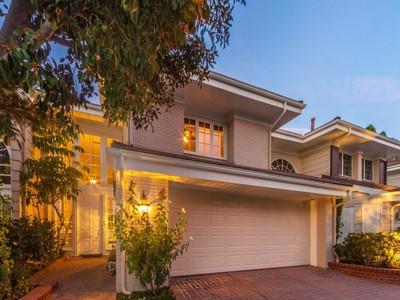 共管式独立产权公寓 for sales at Gorgeous Multi-level Townhouse 2204 The Terrace  Los Angeles, 加利福尼亚州 90049 美国