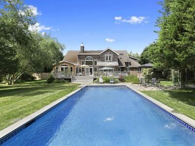 Nhà ở một gia đình for sales at Close to Southampton Village 4 Long Springs Road Southampton, New York 11968 Hoa Kỳ