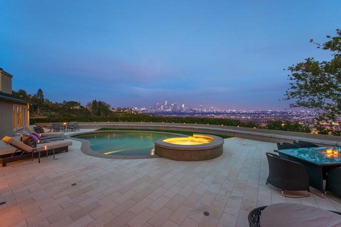 Moradia for sales at 1422 Devlin Drive  Los Angeles, Califórnia 90069 Estados Unidos