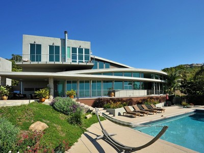 Maison unifamiliale for sales at Recently Updated Modern-style Home 27366 Winding Way Malibu, Californie 90265 États-Unis