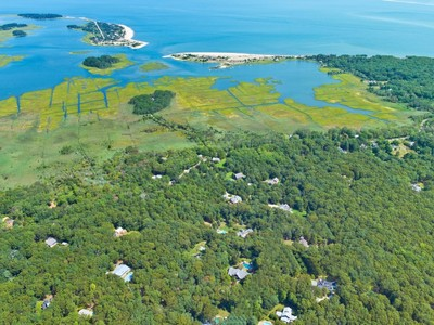 Terrain for sales at Over Two Acres in the Springs  East Hampton, New York 11937 États-Unis