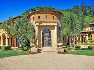 Maison unifamiliale for rentals at Contemporary Mediterranean Villa 27530 Calicut Road Malibu, Californie 90265 États-Unis