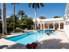 Maison unifamiliale for  sales at Beautiful Blossom Way 70 Blossom Way Palm Beach, Florida 33480 États-Unis