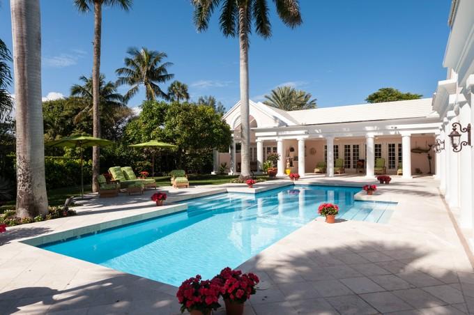 Casa Unifamiliar for sales at Beautiful Blossom Way 70 Blossom Way Palm Beach, Florida 33480 Estados Unidos