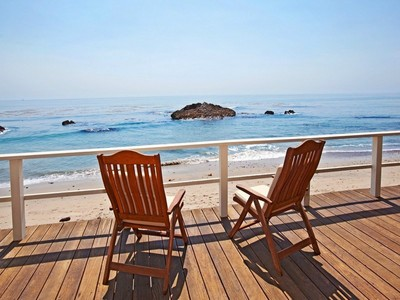 Moradia for sales at Mid-Century Beach-Level Home  Malibu, Califórnia 90265 Estados Unidos