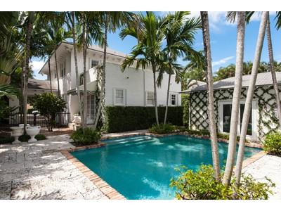 Частный односемейный дом for sales at In Town Charm  Palm Beach, Флорида 33480 Соединенные Штаты