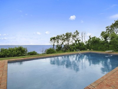 Maison unifamiliale for sales at Spectacular Waterfront 21 Sweet Briar Road Southampton, New York 11968 États-Unis
