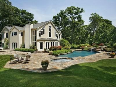 Частный односемейный дом for sales at Private Retreat 444 Riversville Road Greenwich, Коннектикут 06831 Соединенные Штаты