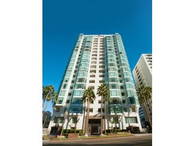Appartement en copropriété for sales at Prestigious La Tour View Condo 10380 Wilshire Boulevard Unit 903 Los Angeles, Californie 90024 États-Unis