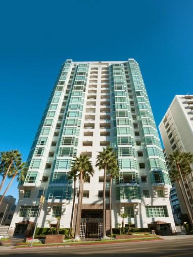 Copropriété for sales at Prestigious La Tour View Condo 10380 Wilshire Boulevard Unit 903 Los Angeles, Californie 90024 États-Unis