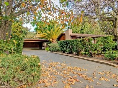 Apartamentos multi-familiares for sales at 14 Unit Apartment Complex 17 Via Contenta Carmel Valley, Califórnia 93924 Estados Unidos