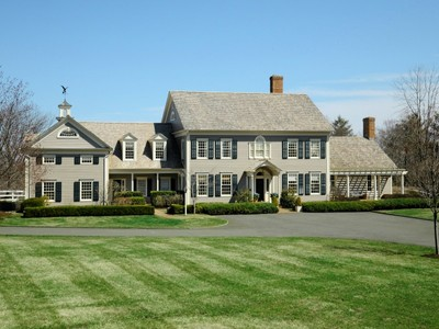 Maison unifamiliale for sales at Connecticut Classic on Round Hill 449 Round Hill Road Greenwich, Connecticut 06830 United States