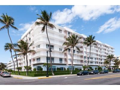 Eigentumswohnung for sales at Worth Avenue Oceanfront 100 Worth Ave Apt 420 Palm Beach, Florida 33480 Vereinigte Staaten