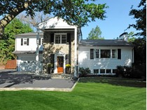 Частный односемейный дом for sales at Renovated Gem in Central Greenwich 7 North Street   Greenwich, Коннектикут 06830 Соединенные Штаты