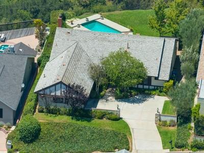 Villa for sales at Hillside Treasure with Panoramic Views 2709 Edwin Place  Los Angeles, California 90046 Stati Uniti