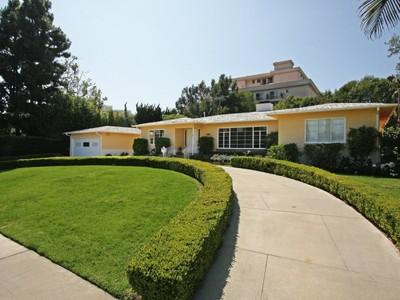 Maison unifamiliale for sales at Trophy Location 225 Georgina Avenue Santa Monica, Californie 90402 États-Unis